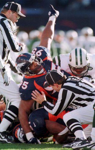 Denver Broncos defensive end Marvin Washington