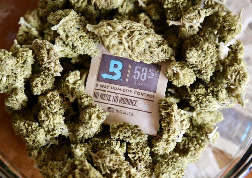 Boveda packs, cannabis, 2-way humidity control, keep the aroma inside your bud.