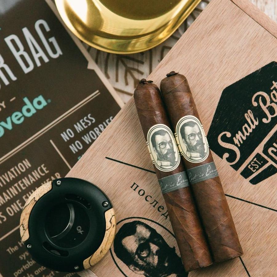 Cigars and Boveda humidor bag